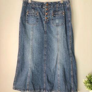 GAP l Long Buttoned Denim Skirt l size 8